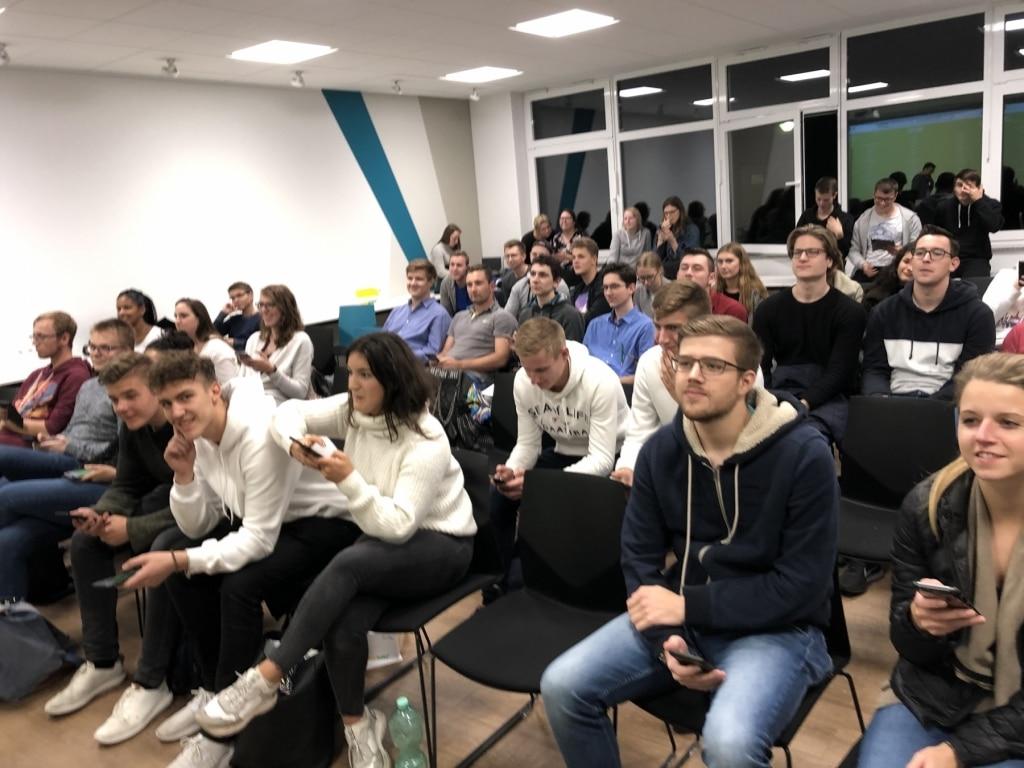 FHDW Office365 Ziemlich Beste Freunde BG 2019 Publikum 02