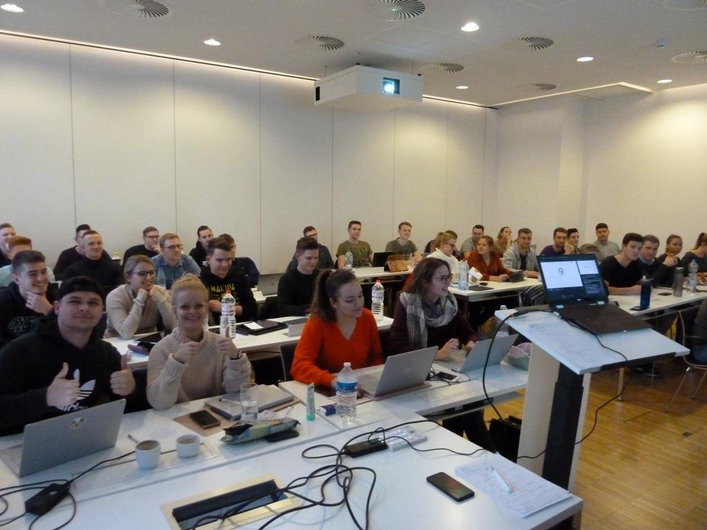 FHDW Office 365 Ziemlich Beste Freunde Marburg 2020 Publikum 01