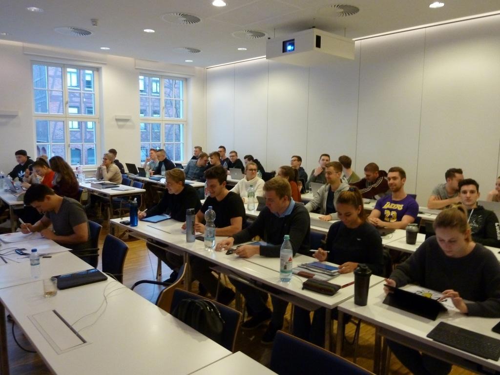 FHDW Office 365 Ziemlich Beste Freunde Marburg 2020 Publikum 02